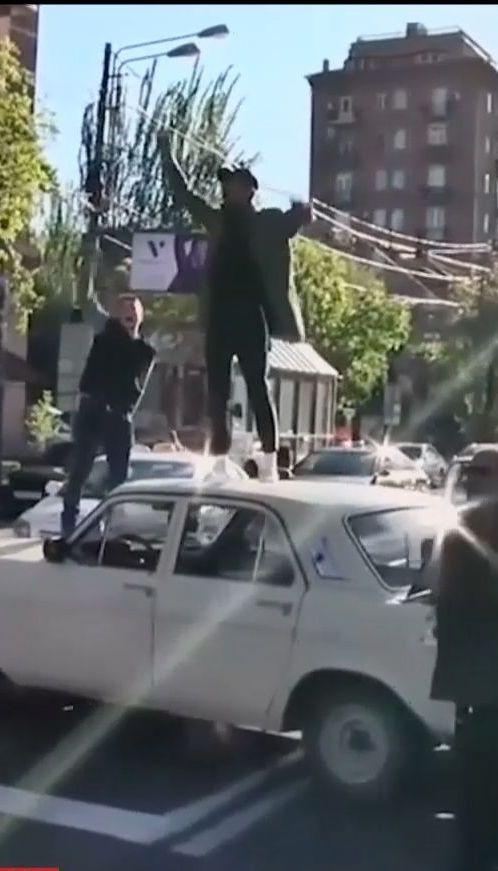 Протесты людей в Армении переросли в массовые столкновения с полицией