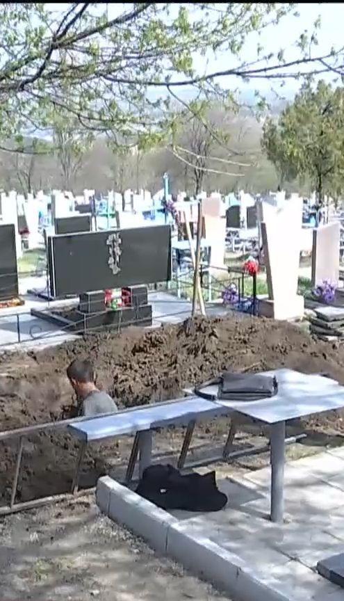 У передмісті Дніпра стався конфлікт на кладовищі між родичами померлого та ритуальною службою
