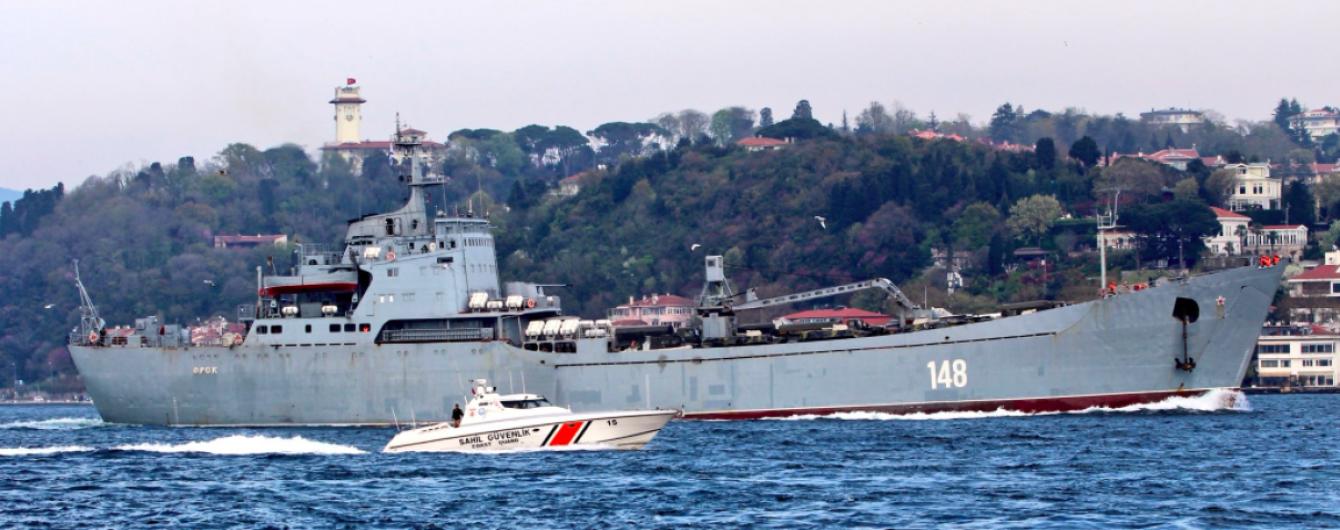 Бронетранспортеры, грузовики и бензовоз: в Сирию направляется российский корабль с военной техникой