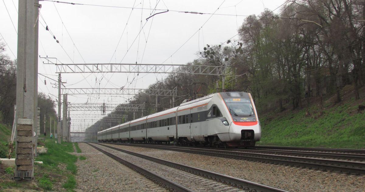 У Дніпропетровській області зійшов з рейок потяг Київ-Запоріжжя (відео)