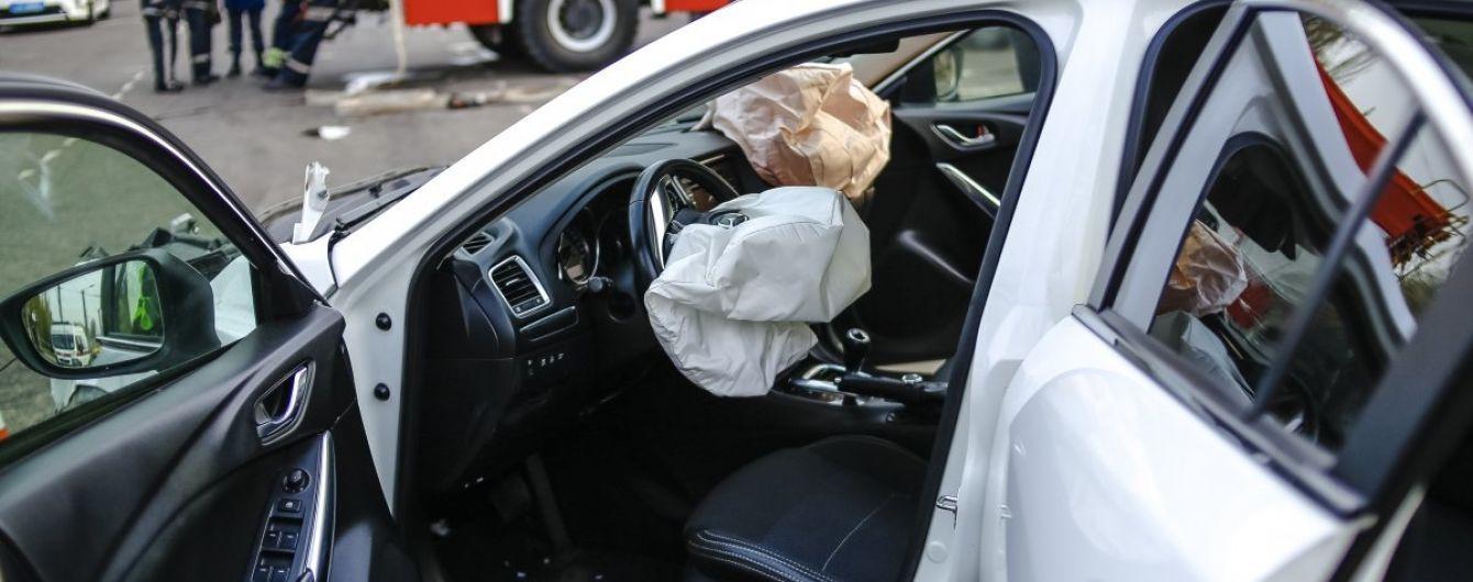 Нові подробиці ДТП у Кривому Розі: ТСН показала унікальні кадри допиту водія Mazda на місці трагедії