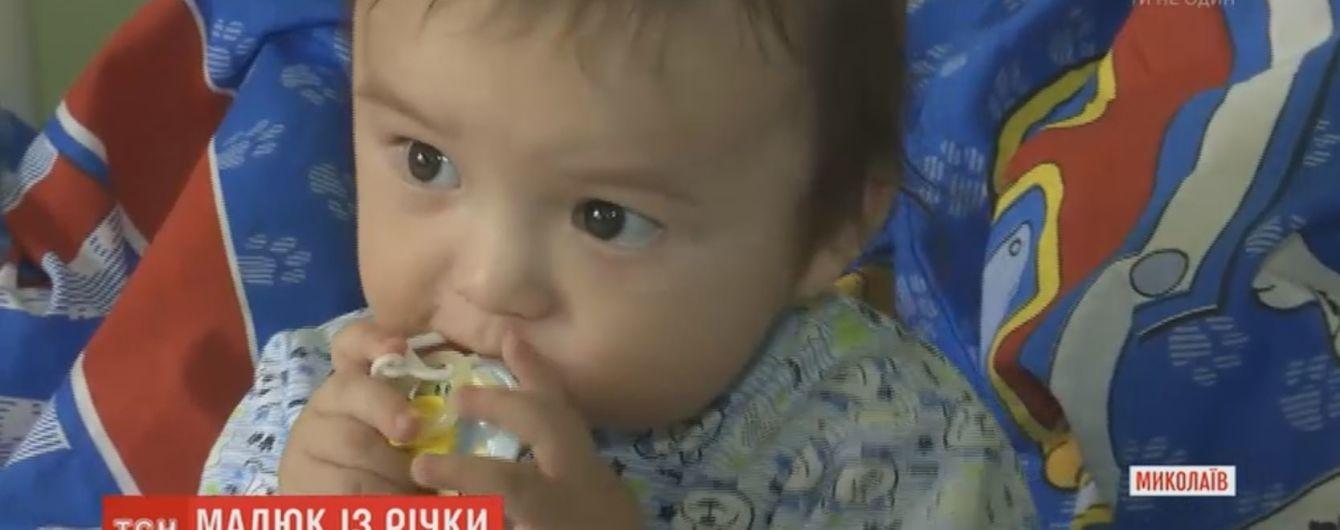 Малыш, которого мама бросила с моста в Николаеве, выздоравливает и готовится к крестинам