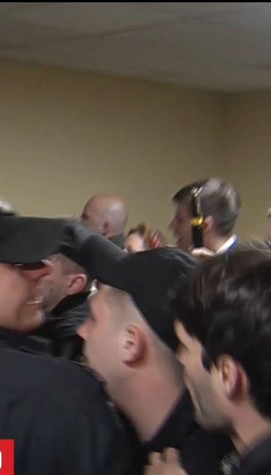 Активісти заблокували депутатів у Київраді через питання про забудови на Андріївському узвозі