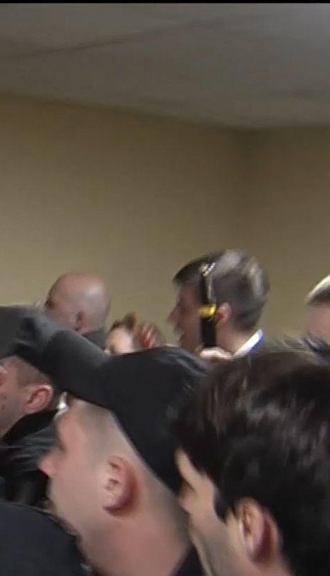 Активисты заблокировали депутатов в Киевсовете из-за вопроса о застройке на Андреевском спуске