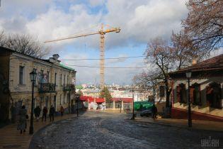 Після конфлікту та вибухів скандальне будівництво на Андріївському узвозі відновилося