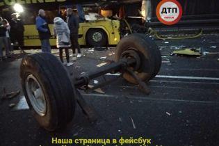 У Чехії колісна вісь трактора влетіла у лобове скло автобуса з українцями, є постраждалі