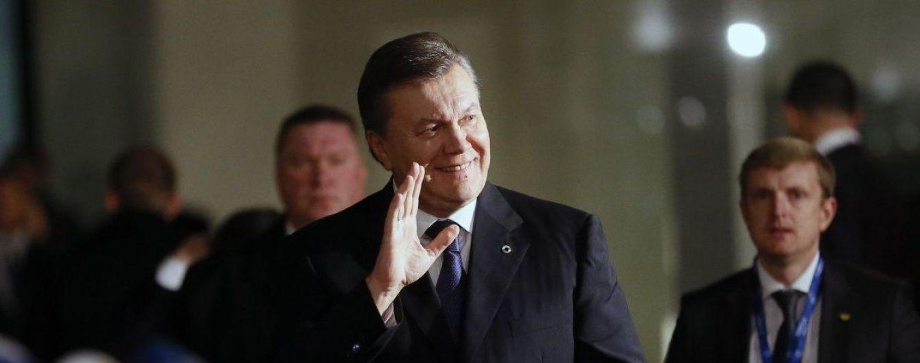 """Янукович проведет пресс-конференцию """"с возможными сюрпризами"""" в Москве"""
