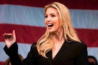 В черном пальто и с поясом за 1490 долларов: новый образ Иванки Трамп