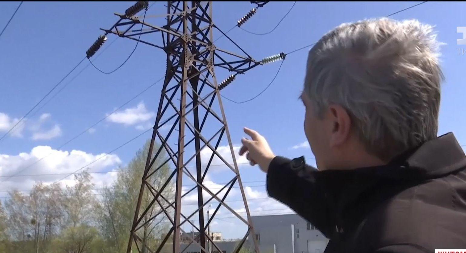 Небезпечне селфі: на Житомирщині підлітка вразило струмом на електроопорі високовольтної лінії