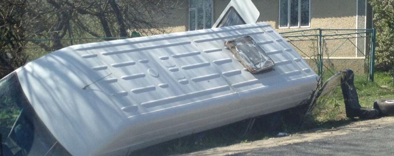 В аварії автобуса на Прикарпатті постраждали підлітки, які поверталися з медогляду у військкоматі