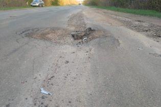 Селяни перекривали трасу Чернівці-Тернопіль через жахливі дороги