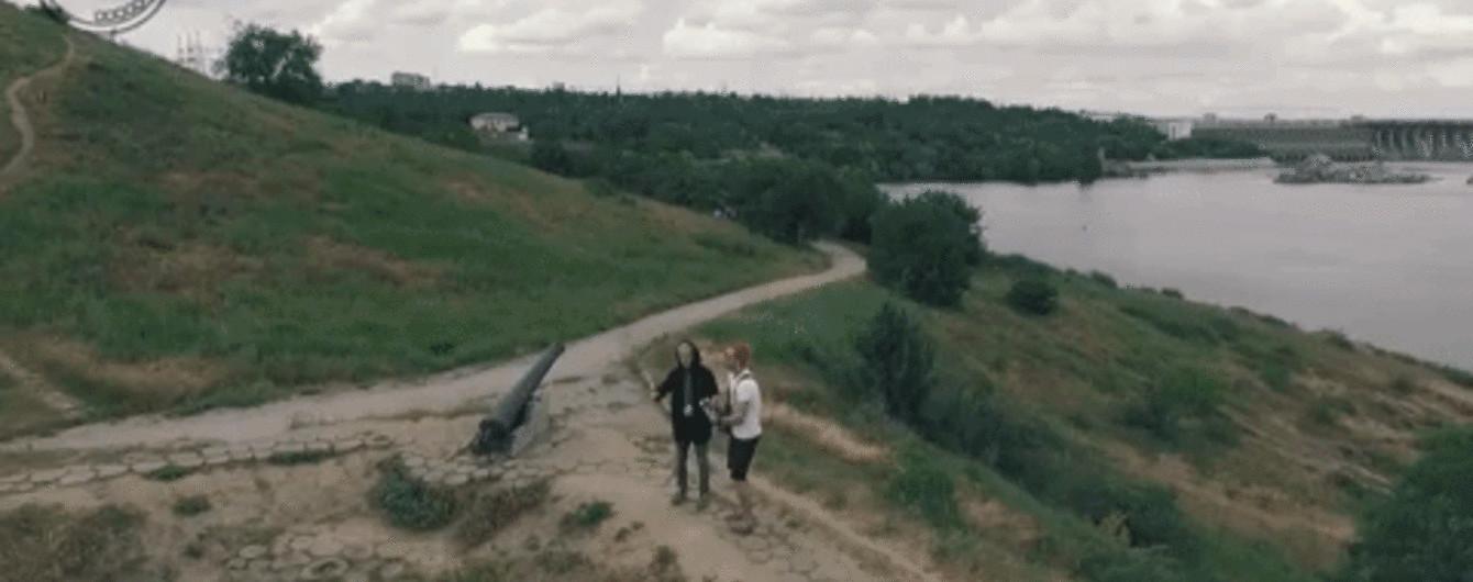 Бабкін з червоним волоссям та Запорожець у капюшоні: гурт 5'nizza зняв кліп на Хортиці