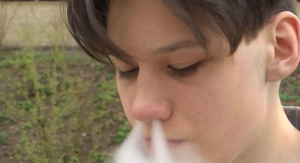 Почему подростки употребляют сигареты