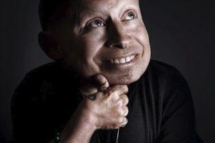 """Помер найменший актор Голлівуду, відомий за роллю """"Міні-Ми"""" у фільмі """"Остін Пауерс"""""""