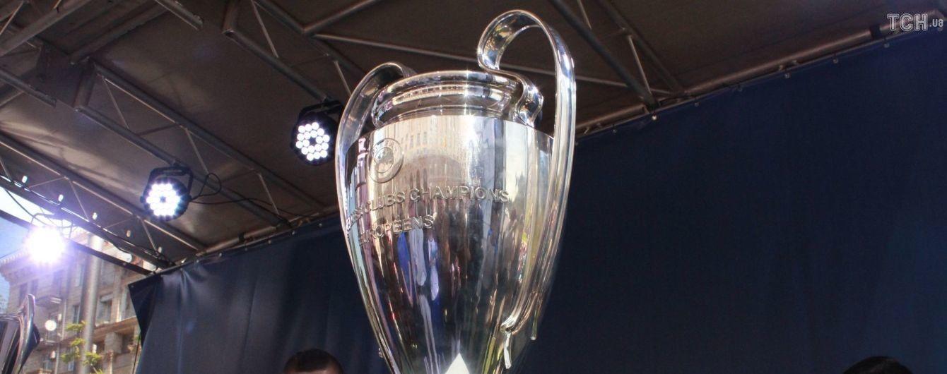 Главный трофей Лиги чемпионов снова выставят в Киеве