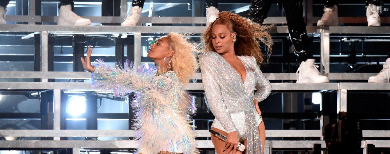 Досадный конфуз: Бейонсе с сестрой упали на сцене прямо во время выступления