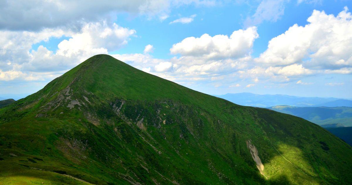 Покорение Карпат: во время восхождения на Говерлу шести туристам стало плохо