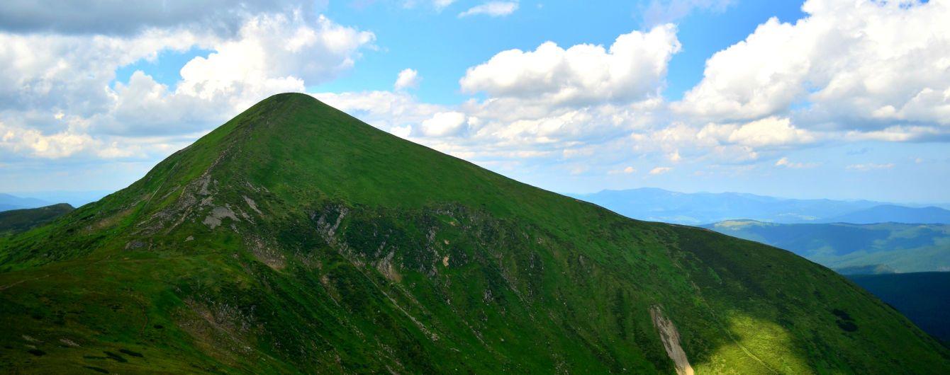Підкорення Карпат: під час сходження на Говерлу шістьом туристам стало зле