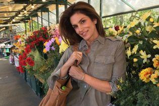 Звезды в реальной жизни: Синди Кроуфорд показала свой стильный повседневный наряд