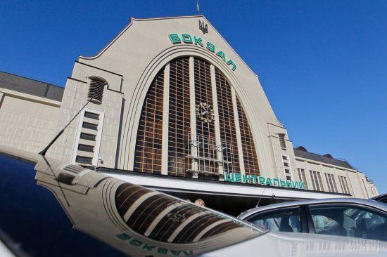 У Києві через загрозу вибуху евакуюють Центральний залізничний вокзал - ЗМІ