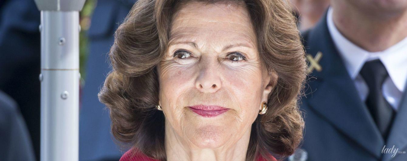 Не боится ярких оттенков: 74-летняя королева Сильвия продемонстрировала новый стильный образ