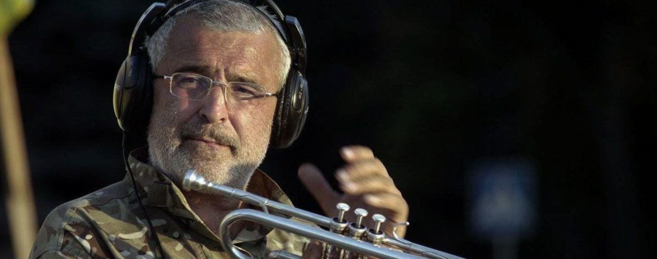Музичний протест. У відомого трубача з Майдану відібрали авто, на якому він їздив з концертами в АТО
