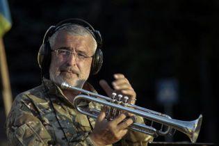 Музыкальный протест. У известного трубача с Майдана отобрали автомобиль, на котором он ездил с концертами в АТО