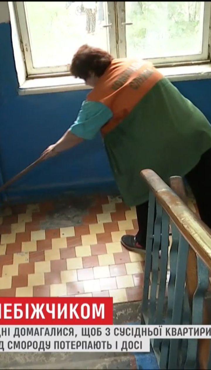 У Львові мешканці будинку три дні домагалися, щоб з квартири забрали тіло самотнього чоловіка