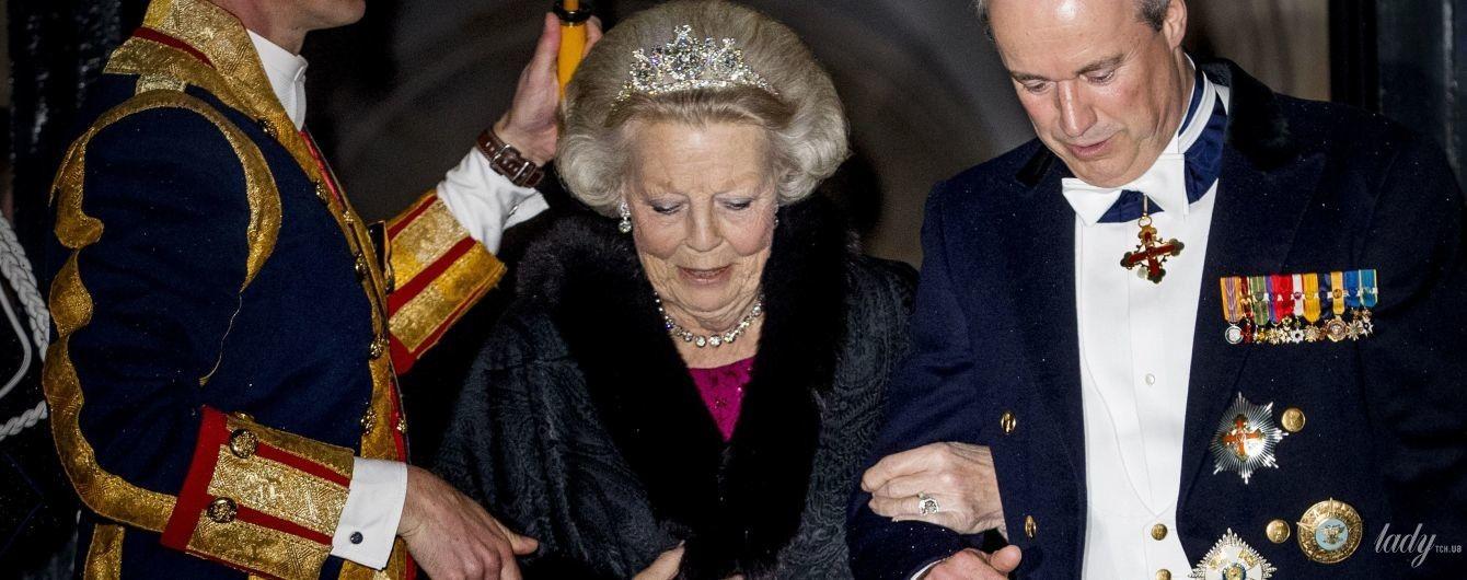 В мехах и ярком платье: принцесса Беатрикс посетила торжественный гала-ужин