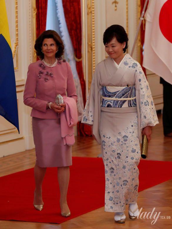 Королева Сильвия и Акиэ Абэ