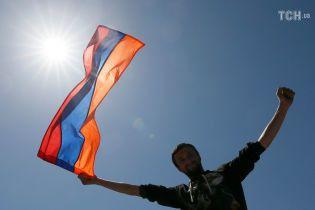 У Вірменії розпустили парламент після провального голосування за прем'єра