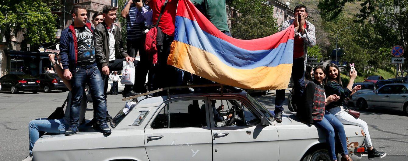 В Армении министры один за одним покидают правительство