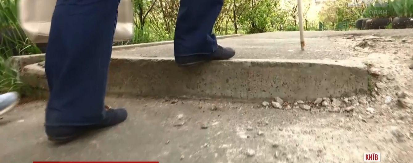 Загрозливий Київ: найбільшим містом країни небезпечно пересуватися людям із вадами зору