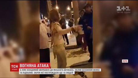В Перу мужчина поджег женщину в автобусе