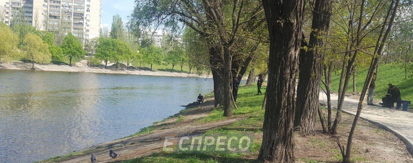 У Києві на Русанівці студенти виловили труп