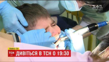 """ТСН попыталась развеять мифы о молочных зубах в очередной серии """"Зуб даю"""""""