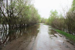 На Чернігівщині через повінь ввели обмеження проїзду для легковиків