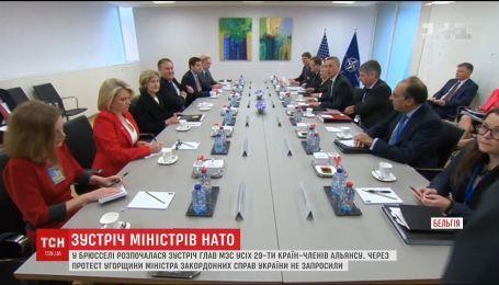 На зустрічі глав МЗС країн НАТО не буде українського представника через протест Угорщини
