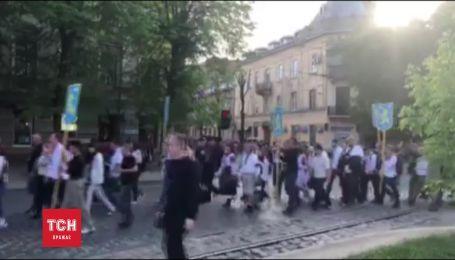 """Во Львове состоялось шествие в честь 75-летия СС """"Галичина"""""""