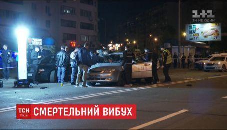 В Киеве взорвалась машина с двумя людьми внутри, погиб пассажир