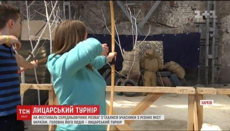 На фестиваль средневековых развлечений в Харьков съехались сотни людей