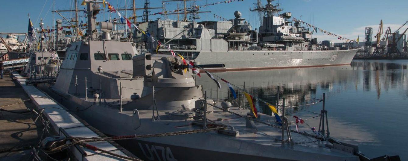 Українські військові кораблі, які пройшли через Керченську протоку, прибули до Маріуполя