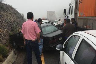 В Мексике в огромном ДТП столкнулись более полусотни машин