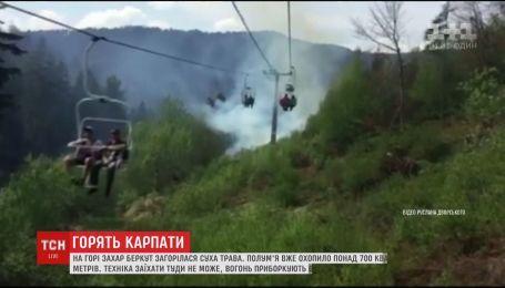Майже сім годин рятувальники гасили займання сухої трави у курортному Славському
