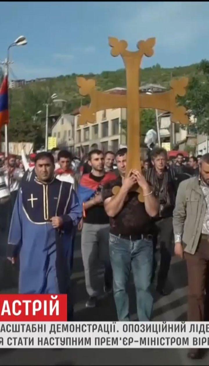 Перекриті дороги і багатотисячна хода: у Єревані – знову масштабні демонстрації