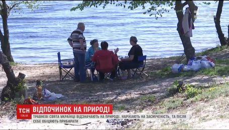 ТСН перевірила, чи прибирають українці за собою сміття після травневих пікніків