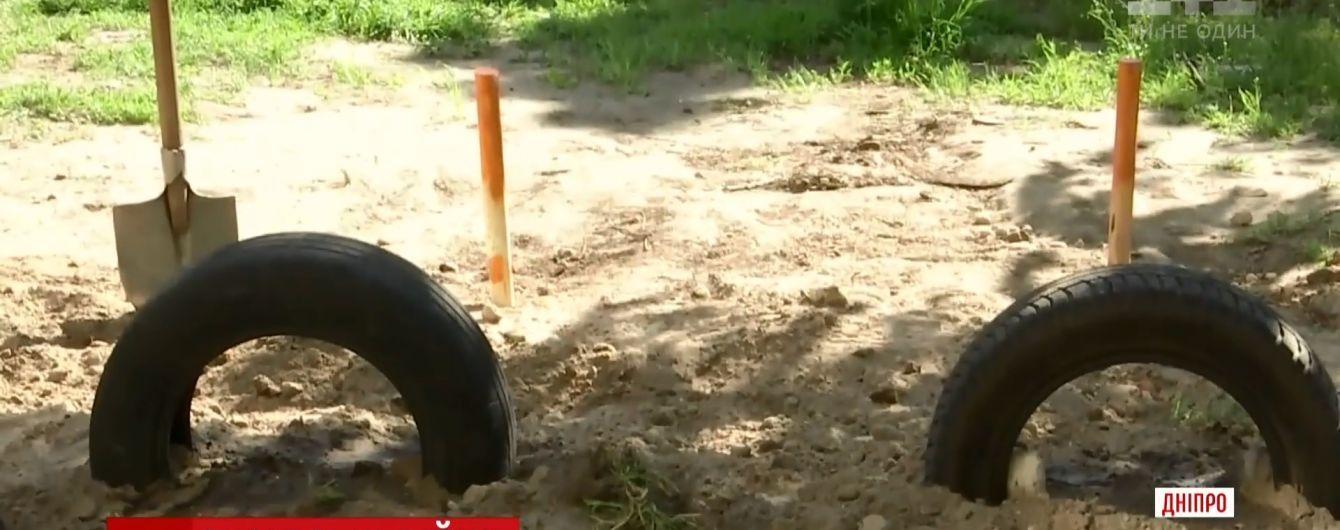 У Дніпрі власник джипа побив пенсіонерів, які заважали йому паркуватися на газоні