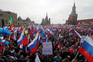 """В центре Москвы полиция задержала колонну """"психоактивистов"""" на первомайской демонстрации"""