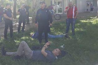 В Одессе неизвестный выстрелил в шею местному активисту