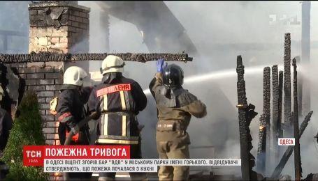 В парке Одессы полностью сгорело развлекательное заведение